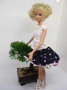 Un ensemble chemisier - jupe pour barbie