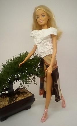 une robe porte feuille pour Lili Barbie