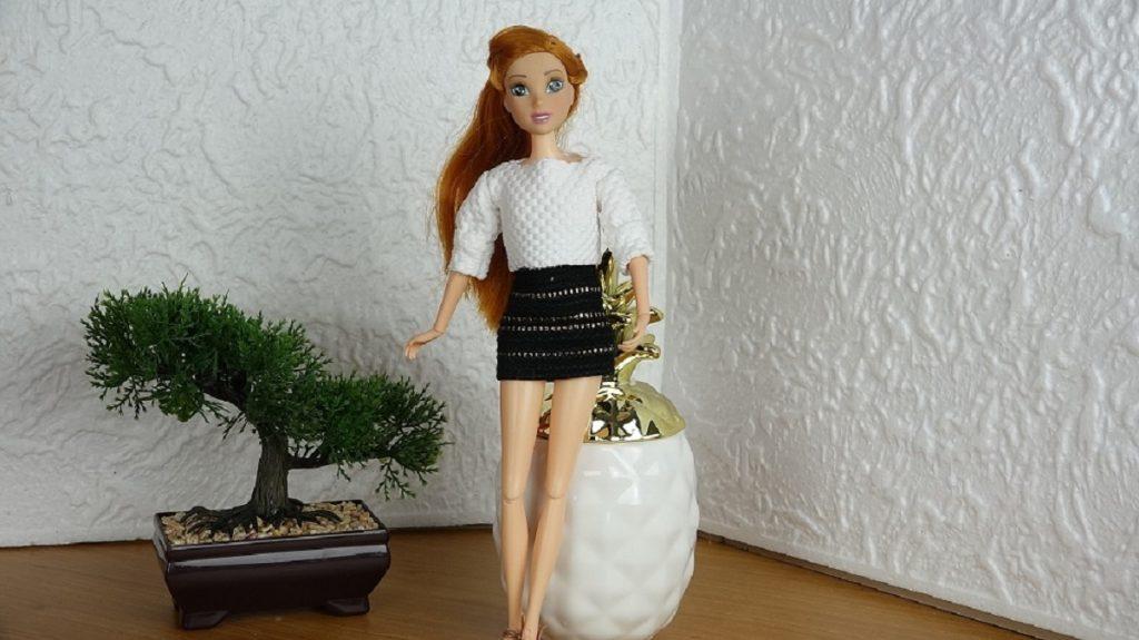 Un ensemble jupe et top pour notre Barbie