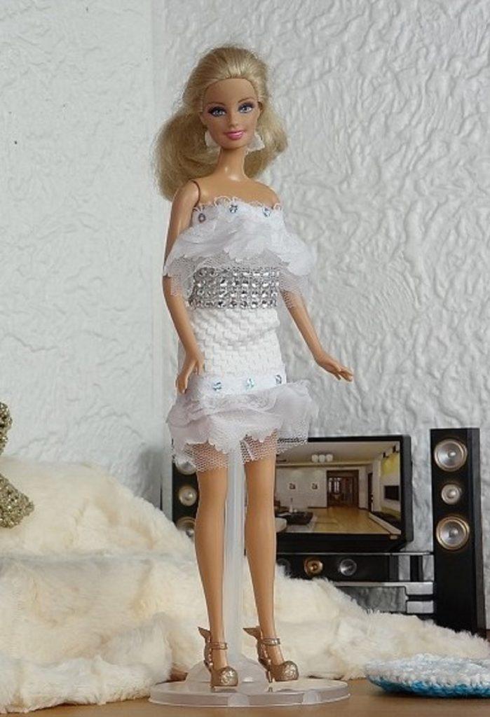 Une robe dentelle et paillette pour Barbie